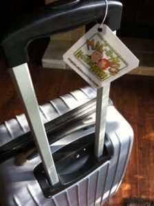 Mac-n-Mo's luggage or gift tag